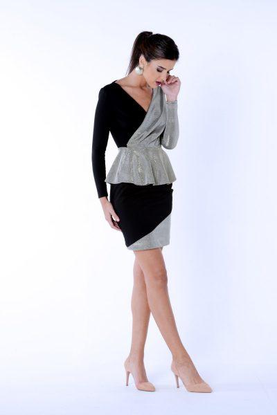 Falda con corte asimétrico.