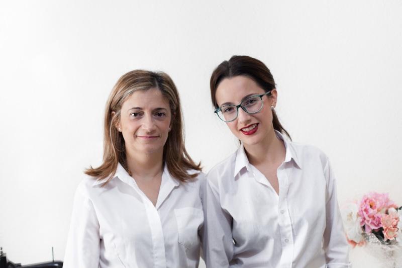 Maria Jesús Pérez, diseñadora de la firma junto a su madre, María.