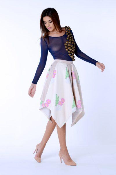 Falda de picos de la colección Dama blanca.Confeccionada en neopreno estampado y polipiel.Diseñado y confeccionado de forma artesanal en España.