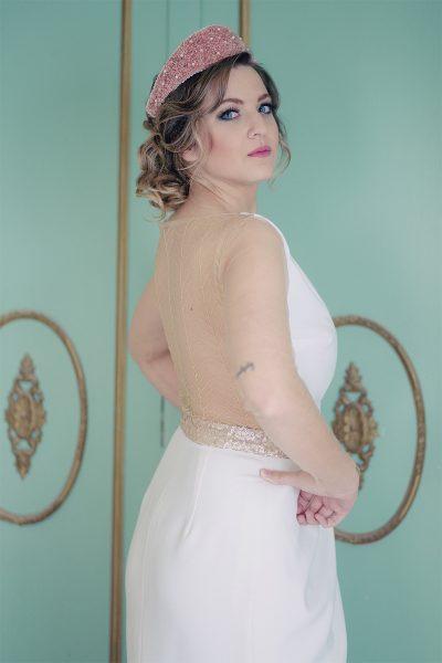 Novia dos piezas con espalda bordada. Diseños novia